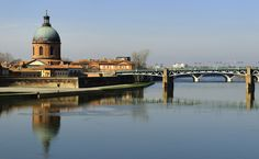 the garonne river in the city of Toulouse in France