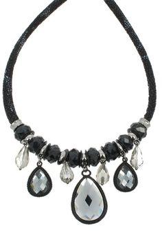 Collier pendentfs pierres et perles noires (32.50€) en #promo #bijoux #collier #pierres #strass #perles