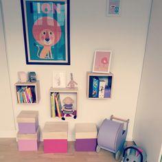 Når man bor i lejlighed, og babyværelset ikke byder på alverden af plads, er det med at indrette sig, så opbevaringen kommer i fokus - uden at være det...