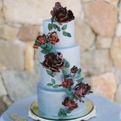 Wedding  How perfect is this cake for an old world #fairytale wedding? I