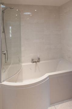 Bathtub Reglazing Ideas to turn your old bath tub to new Concrete Bathtub, Bathtub Tile, Bathtub Shower, Big Bathtub, Luxury Bathtub, Corner Bathtub, Small Bathroom Layout, Simple Bathroom, Bathroom Ideas