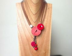 Collier bouton d'or rouge