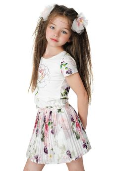 Cute Little Girls Outfits, Little Girl Models, Cute Girl Dresses, Cute Girls, Preteen Girls Fashion, Kids Fashion, Cute Kids Photography, Cute Young Girl, Frocks For Girls