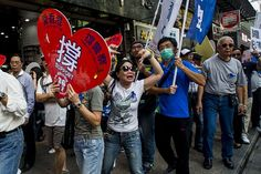 Umbrella Revolution Hong Kong, Pro-government protesters take part in a rally in the Mongkok district of Hong Kong on October 12, 2014. Hong Kong's pro-democracy protesters have an 'almost zero chance' of changing Beijing's stance and securing free elections, the city's embattled Chief Executive Leung Chun-ying said in a TV show on October 12. AFP PHOTO / XAUME OLLEROS (Photo credit should read XAUME OLLEROS/AFP/Getty Images)