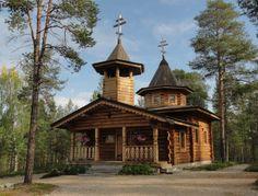 Nellim othodox church, Lapland, Finland. Nellim is a desert village of Lake Inari - Nellimin ortodoksinen kirkko mäntyjen lomassa on kaunis kuin koru taidokkaine puuleikkauksineen. Kuva vieraillapoluilla blogi