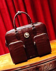 Alligator Messenger Bag Shoulder Bag Business Briefcase for Men Business Briefcase, Briefcase For Men, Nigerian Men Fashion, Briefcases, Laptop Bags, Men's Fashion, Fashion Design, Hand Bags, Fashion Handbags