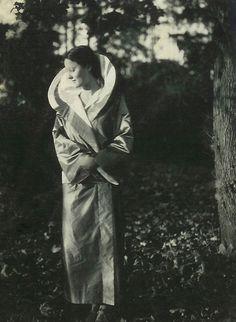 Eva Zeisel, designer, 1929