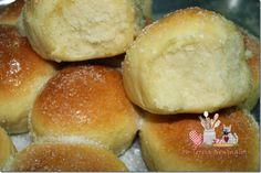 Pão de mandioca - Macio como algodão, mas é PÃO De MANDIOCA, Ingredientes: 01 pires de mandioca cozida (coloquei 150 gramas)  02 ovos inteiros  1/2 xícara de óleo  01 colher de sopa de margarina  25 gramas de fermento fresco  01 xícara de Leite se quiser pode colocar meio de leite e meio de água fica mais leve.  1 colher de café de sal  ½  xícara de açúcar  750 gramas  de farinha de trigo