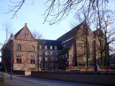 Afbeelding van http://upload.wikimedia.org/wikipedia/commons/3/38/Broerenklooster_en_Broerenkerk,_Zwolle.jpg.