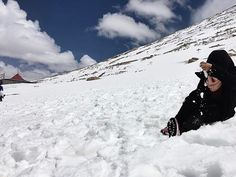 """""""There's no point in being grown up if you can't be childish sometimes"""". . . #throwback #otwbacktoleh #2ndhighestmotorableroadintheworld #leh #travelstories #wonderlust #journey #snoweverywhere☃️❄️❄️❄️❄️☃️ #naturephotography #naturalbeauty #tigaladkikijourney #india #greattimes #anotherworld #escape #backpackers Natural Beauty from BEAUT.E"""