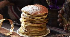 For humble corn cakes born of necessity, hoe cakes inspire a lot of passion. George Washington loved them, as well as Mark Twain. Applesauce Pancakes, Oatmeal Pancakes, Protein Pancakes, Paleo Pancakes, Healthy Breakfast Options, Breakfast Recipes, Breakfast Quotes, Easy Healthy Recipes, Easy Meals