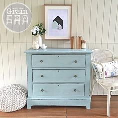 SOLD -- I'll stop spamming your feed after a few more pics of this pretty piece, promise. A gorgeous set of Edwardian style drawers painted in a duck egg blue mix (to match the latest dresser I posted). #Brisbane #qld #queensland #chalkpaint #anniesloanchalkpaint #ascp #paintedfurniture #vintage #womenwhodiy #recycledfinds #restoredfurniture #vintagefurniture #furniturerestoration