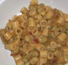 FAVO' VALDOSTANA è un piatto prelibato i cui ingredienti sono tipicamente alpini: pasta, fontina, pane nero abbrustolito nel burro, salsiccia, pancetta e gustosissime fave