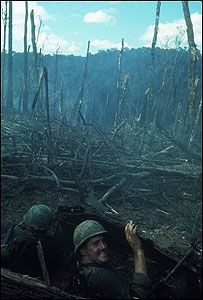 US Soldiers battle of Dak To Hill 875 South Vietnam November 1967 Vietnam War Vietnam History, Vietnam War Photos, Gilles Caron, France 5, American War, American Veterans, American Soldiers, North Vietnam, War Photography