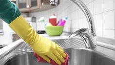 4 enkla sätt att hålla diskbänken superblank - Home Cleaning Products Bra Hacks, Bathroom Cleaning Hacks, Natural Cleaning Products, Spring Cleaning, Clean House, Good To Know, Sink, Food And Drink, Homemade