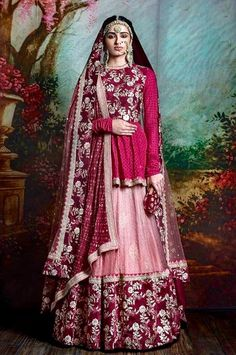 Thinking Indian bridal outfits? Go ahead and check out the best Ethnic Indian wear outfit ideas for weddings in Let your roots make you look glamrous. Indian Bridal Outfits, Indian Bridal Wear, Indian Designer Outfits, Indian Ethnic Wear, Bridal Dresses, Eid Dresses, Red Indian, Pakistani Bridal, Party Dresses