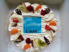 Odemarus 5 jaar! Gr haar gasten op taart.