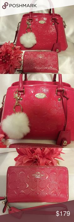 """💖🎉Coach Margot Signature Handbag Set🎉💖 ☆All Gold tone hardware ☆Double strap leather handles with 4"""" drop ☆Body strap up to 21.5"""" drop ☆Zippered top closure  ☆Inside has 3 separate compartments ☆Large zippered pocket & two cellphone  multi- function slip pockets ☆Middle zippered pocket  ☆Fushia pink fabric lining that's spotless  ☆Approx: 11.5"""" (W)Bottom X 7.5""""(H)X 5.5""""(D) In great condition minor wear. Straps show minor wear Preloved items have some wear so don't expect """"flawless brand…"""