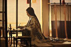 Could be Miyoshi writing her haiku to Shino. Heian Era, Heian Period, Japanese Prints, Japanese Kimono, Asian Style, Chinese Style, Chinese Art, Samurai, Kimono Design