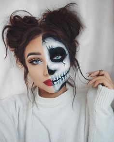 Looking for for inspiration for your Halloween make-up? Browse around this website for cute Halloween makeup looks. Fröhliches Halloween, Cute Halloween Makeup, Halloween Makeup Youtube, Facepaint Halloween, Pretty Halloween Costumes, Skeleton Halloween Costume, Sugar Skull Halloween, Halloween Inspo, Halloween Tutorial