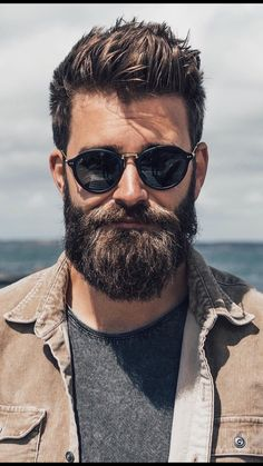 View the best mens hairstyles from Charlemagne Premium male.charlemagne-p… View the best mens hairstyles from Charlemagne Premium male grooming and beard - Trending Beard Styles, Beard Styles For Men, Hair And Beard Styles, Short Hair Styles, Cool Haircuts, Haircuts For Men, Mens Hairstyles With Beard, Male Hairstyles, Amazing Hairstyles