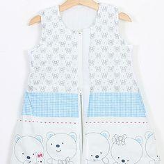 """Sac de dormit """"Ursuleți în albastru"""". Sac de dormit cu picioare de iarnă pentru bebelușii care încep să meargă și copii Grosime – 2.5 tog – este recomandat pentru temperatura camerei între 18-22 °С. Căptușit. - Șosete integrate pentru serile mai reci - Banda elastică de sub braț - așa sacul vine mai bine pe corpul copilașului - Fermoar YKK cu închidere în fața #sacdedormitcopii, #sacdedormitcupicioare, #saculetifermecati, #saccopii, #copii, #somncopii, #copiidezveliti, #NightKnight Vest, Jackets, Baby, Tops, Women, Fashion, Down Jackets, Moda, Women's"""