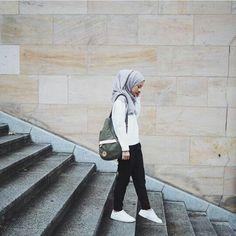 33 ideas fashion hijab casual simple shoes for 2019 Hijab Fashion, Teen Fashion, Fashion Outfits, Runway Fashion, Fashion Editorial Nature, Fashion Blogger Instagram, Casual Hijab Outfit, Ootd Hijab, Girl Hijab