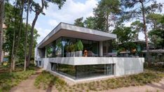 House Zeist Bedaux de Brouwer Architects The Netherlands Home House Houses Modern Interior Exterior Trees Woodland Forest Nature Interior Exterior, Modern Interior, Interior Styling, Concrete Path, Exposed Concrete, Raised Patio, Construction Types, Tropical Houses, Architecture Photo