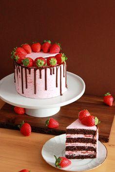 Tarta de chocolate y crema de fresas