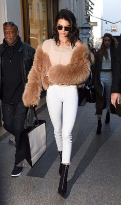 #SemanaKardashian/Jenner 10 Looks de Kendall Jenner in Alone With a Paper  *Clique para ver post completo*