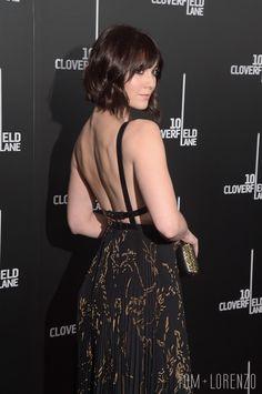 Mary-Elizabeth-10-Cloverfield-Lane-Movie-Premiere-Fashion-Valentino-Roksanda-Tom-Lorenzo-Site (12)