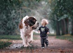De bijzondere band tussen kleine kinderen en grote honden.