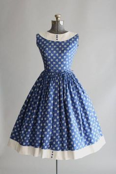 This Lanz Originals cotton dress features a white flower and heart print atop a blue background. Contrasting white cotton pique trim and ric-rac trim at neckline and hem of skirt. Vestidos Vintage, Vintage 1950s Dresses, Retro Dress, Vintage Outfits, Vintage Clothing, 1950s Fashion, Vintage Fashion, Rockabilly Fashion, Emo Fashion