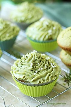 Matcha cupcakes with green tea cream cheese frosting recipe are perfect for Christmas or any party. Matcha cupcakes are fluffy, sweet and delicious! Frosting Recipes, Cupcake Recipes, Cupcake Cakes, Dessert Recipes, Dessert Food, Cupcake Flavors, Party Recipes, Green Tea Cupcakes, Matcha Cupcakes