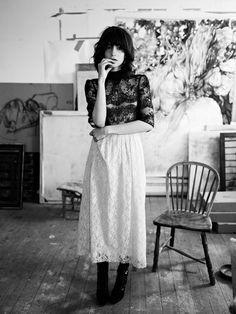 Long white skirt and dentelle black top. Old Fashion Look.  Dorothea Barth Jörgensen by Annemarieke van Drimmelen
