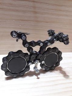 Créatif et grand Bicycle chain art-work with metal rudiment bike - work and beauté by chainworkaro. Délicat Bicycle chain art-work with me. Recycled Bike Parts, Bicycle Parts, Utility Trailer, Bike Chain, Welding Art, Bike Life, Metal Chain, Metal Art, Metal Working