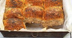 Grove brytebrød - Aperitif.no Empanadas, Banana Bread, Food And Drink, Baking, Desserts, Gabriel, Tailgate Desserts, Deserts, Archangel Gabriel