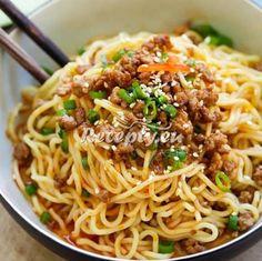 ▷ Asijské nudle s mletým masem a zeleninou - Recepty.eu Taiwan Food, Chili Oil, Noodle Soup, Wok, Chinese Food, Food Pictures, Food Photography, Spaghetti, Asia