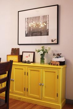 Dining room credenza idea - A Interior Design Painted Sideboard, Painted Furniture, Yellow Cupboards, Diy Home Decor, Room Decor, Of Wallpaper, Fancy, Furniture Making, Home Projects