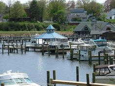 Ahhh the South Haven marina! I can't wait to spend my weekends at the lake! Gotta love that 32' floating cottage =)