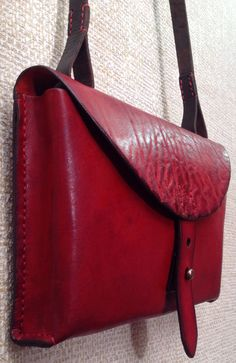 TwoSky new bags leatherworks Leather Briefcase, Leather Pouch, Leather Purses, Leather Handbags, Leather Bag Design, Sewing Leather, Leather Bags Handmade, Leather Accessories, Leather Fashion
