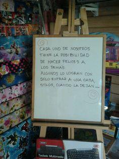 Yo me lo guiso.: Gente de Bonzi, mensajes en la vidriera de Casa Ma...