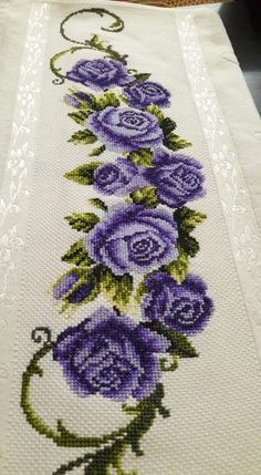 Cross Stitch Rose, Cross Stitch Borders, Cross Stitch Flowers, Cross Stitch Designs, Cross Stitching, Cross Stitch Patterns, Hand Embroidery Stitches, Cross Stitch Embroidery, Embroidery Designs