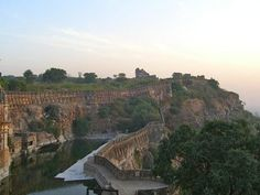 Chittorgarh Fort (India). Inspiration for the Caralac coastline.