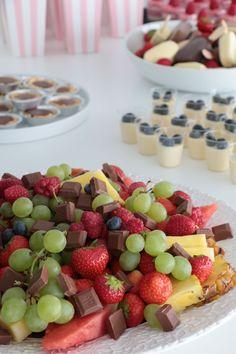 Havredrömmar med nougatfyllning – Fikastunder Birthday Brunch, Birthday Celebration, A Food, Food And Drink, Vegetarian Recipes, Healthy Recipes, Fika, Fruit Salad, Food Inspiration