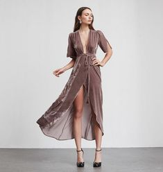 Silk velvet wrap maxi Bordeaux Dress 36 Of The Most Trending Street Style Outfits That Will Make You Look Fantastic – Silk velvet wrap maxi Bordeaux Dress Source Boho Fashion, Womens Fashion, Fashion Design, Style Fashion, Ladies Fashion, Fashion Trends, Quoi Porter, Look Boho, Velvet Fashion