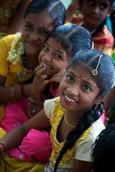 Beautiful Indian girls                               Il colore e' poesia dell'anima