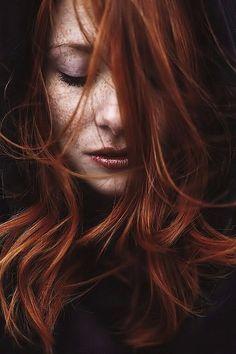 Cheveux roux et taches de rousseur