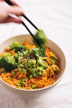 sweet potato noodle bowls with garlic ginger sauce via @sobremesablog http://www.sobremesa-blog.com/blog/sweet-potato-noodle-bowls #vegan #glutenfree