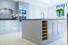 To create a contemporary shaker kitchen choose one colour for your units and tiles then finish off with a light coloured flooring. Shaker Kitchen Company, Shaker Style Kitchens, Open Plan Kitchen Diner, Bespoke Kitchens, The White Company, Interior Styling, Kitchen Design, Kitchen Cabinets, Tiles